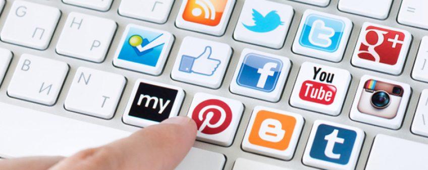 Sites web ou réseaux sociaux, qui l'emportent chez les entreprises ?